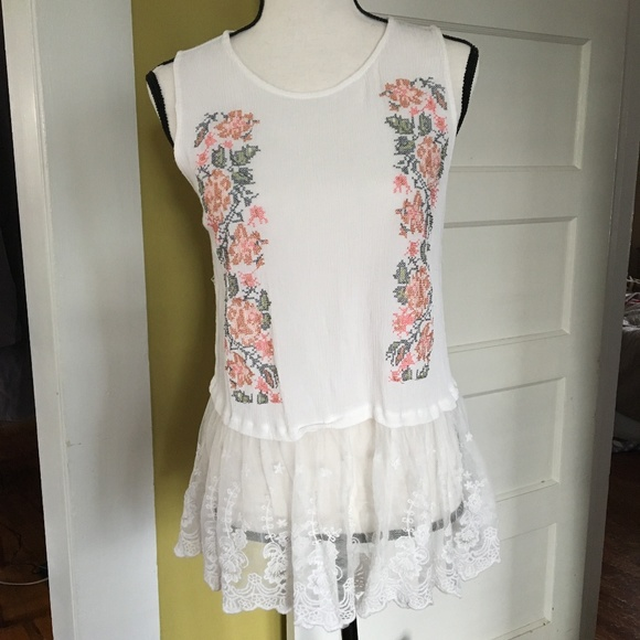 f690c2b139 Anthropologie Tops - Entro Anthropologie Embroidery Lace Tunic Tank M